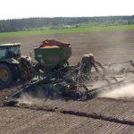 Калужские аграрии планируют к годовщине Великой Победы завершить сев яровых зерновых