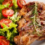 При COVID-19 диетолог рекомендует налегать на мясо и овощи